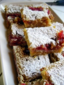 Strawberry Swirled Lemon Bars - sweetheatchefs.com